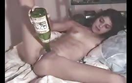 कंगना ने अपनी चूत में घुसाई बोतल