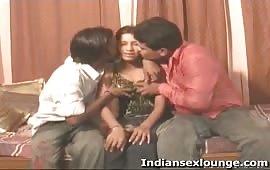 दो लड़का और एक लड़की थ्रीसम सेक्स