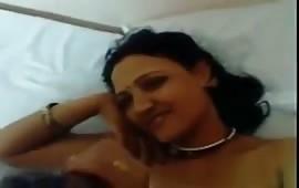 रोहिणी को होटल में चोदा